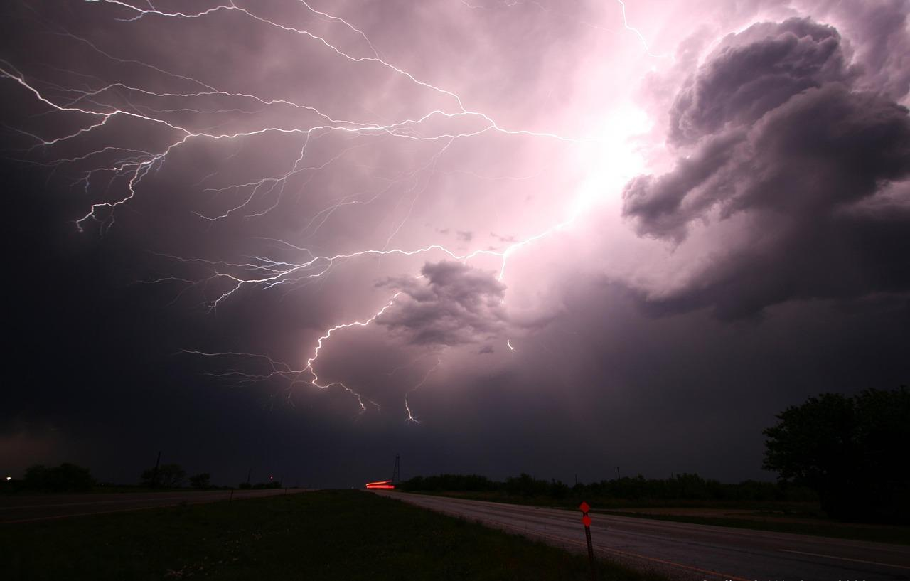 lightning-1056419_1280.jpg