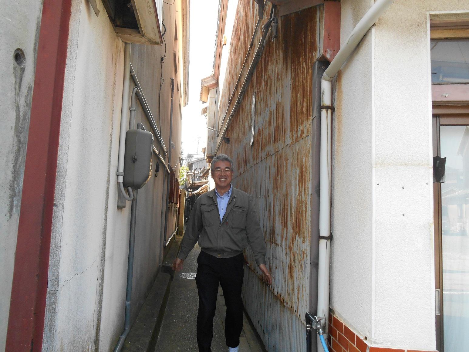藤村さんに裏路地の通り方を教えてもらいました.jpg