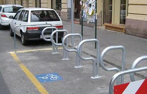 Budapest_onstreet_bike_parking_long